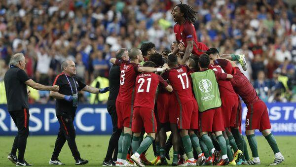 Pour la première fois depuis toute l'histoire du football, les Portugais ont remporté la Finale de l'Euro 2016. - Sputnik France