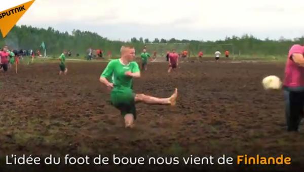 Le championnat russe de football de boue - Sputnik France