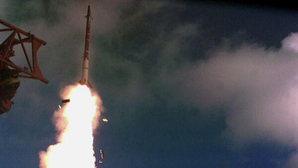Un tir d'essai du missile la Fronde de David - Sputnik France