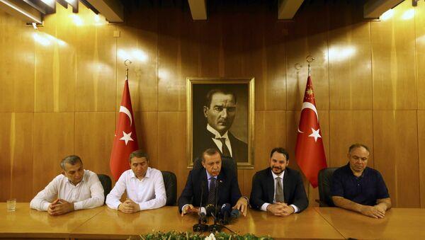 Recep Tayyip Erdogan (au centre) - Sputnik France