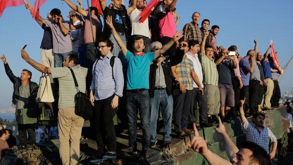 Scènes de liesse en Turquie suite à l'échec du coup d'Etat - Sputnik France