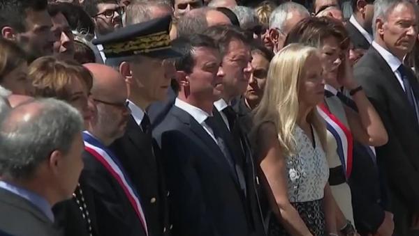 Manuel Valls à Nice durant l'hommage aux victimes de l'attentat - Sputnik France