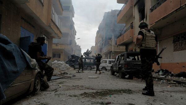 Libyan military soldiers check on an area as they battle with Islamic extremist militias in Benghazi - Sputnik France