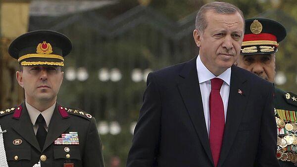 Recep Tayyip Erdogan et son principal conseiller militaire Ali Yazici - Sputnik France