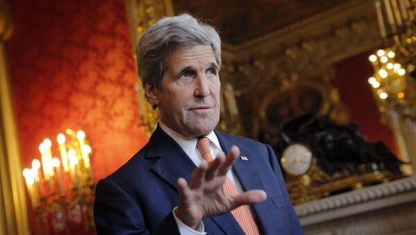 Le secrétaire d'Etat américain John Kerry parle aux journalistes avant la réunion avec le ministre français des Affaires étrangères Jean-Marc Ayrault, Paris le 9 mai 2016 - Sputnik France
