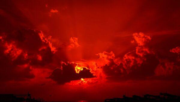 Un coucher de soleil rouge - Sputnik France
