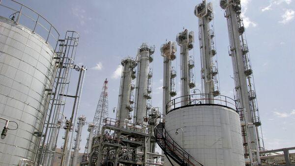 vue générale d'une usine d'eau lourde à Arak, 320 kms au sud de Téhéran - Sputnik France