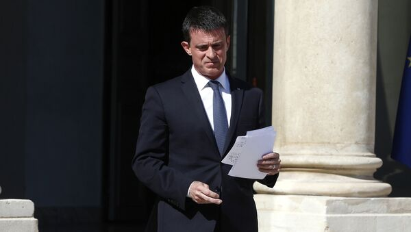 French Prime Minister Manuel Valls prepares to speak to media after a security meeting at the Elysee Palace, in Paris, Friday, July 15, 2016. - Sputnik France