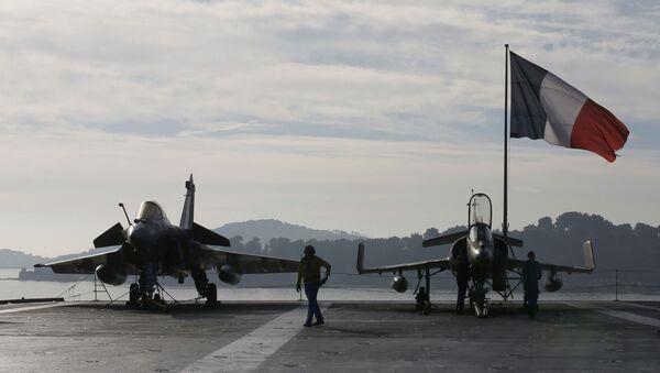 Le drapeau français sur le chasseur Rafale - Sputnik France