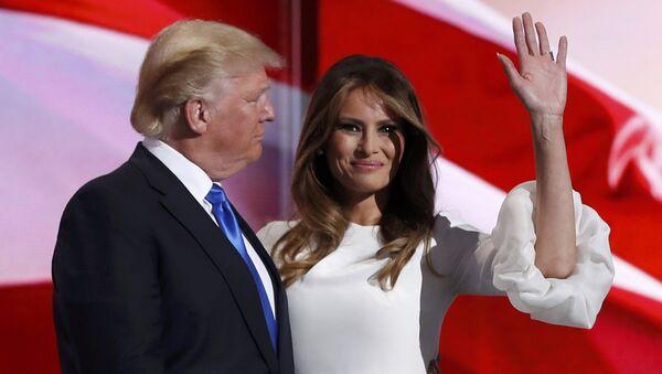 Kandidat der Republikaner für die Präsidentschaft, Donald Trump, mit seiner Gattin Melania - Sputnik France