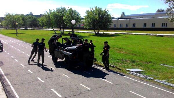 Ces cadets russes démontent une voiture entière en 3,5 minutes - Sputnik France