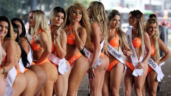 Au Brésil, les plus belles fesses du pays causent un embouteillage-monstre - Sputnik France