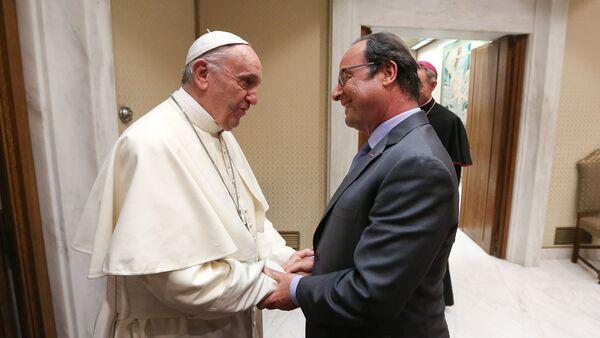 Le président François Hollande rencontre le Pape François - Sputnik France