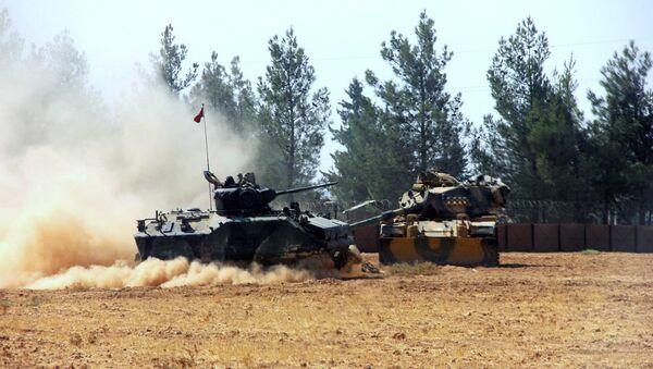 Un char turc près de la frontière syrienne - Sputnik France