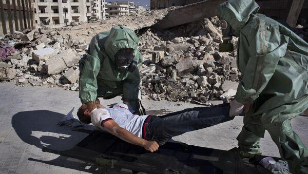 Dans la ville syrienne d'Alep, au nord de la Syrie, des volontaires participent à une simulation portant sur la manière de réagir à une attaque chimique, le 15 septembre 2013. (image d'illustration) - Sputnik France