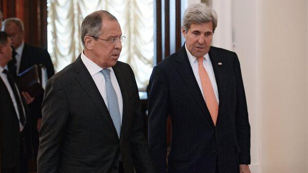 Le ministre russe des Affaires étrangères Sergueï Lavrov et le secrétaire d'Etat américain John Kerry - Sputnik France