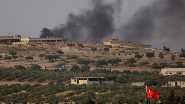 Smoke rises from the Syrian border town of Jarablus as it is pictured from the Turkish town of Karkamis, in the southeastern Gaziantep province, Turkey, August 24, 2016. - Sputnik France