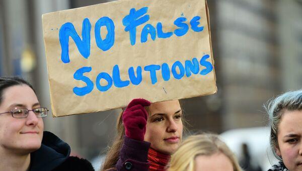 Des manifestants protestent contre le Traité TTIP - Sputnik France