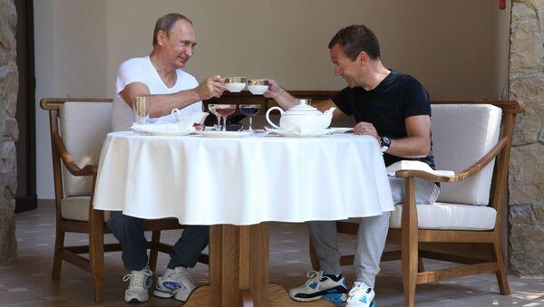 Le président Medvedev et le premier ministre Poutine à Krasnaya Polyana - Sputnik France