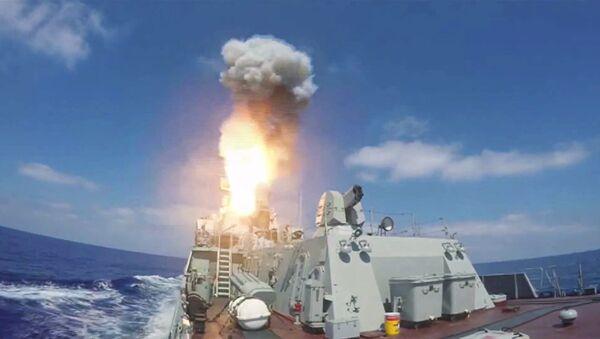 Missile de croisière Kalibr tiré depuis un navire - Sputnik France