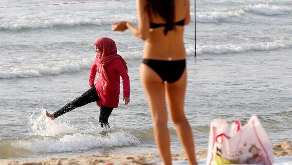 une femme en bikini - Sputnik France