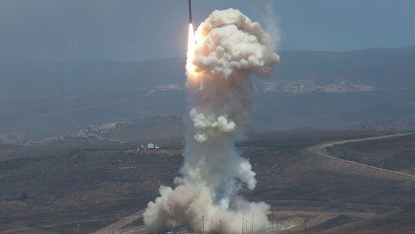 Le lancement du missile-intercepteur Ground-based Midcourse Defense (GMD), le 22 juin 2014 - Sputnik France