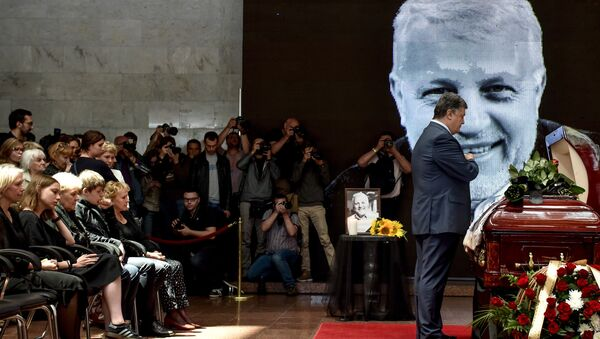 Le président ukrainien Piotr Porochenko lors de la cérémonie d'adieu au journaliste Pavel Cheremet - Sputnik France