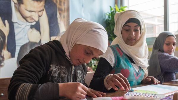 Les enfants syriens dessinent. Image d'illustration - Sputnik France