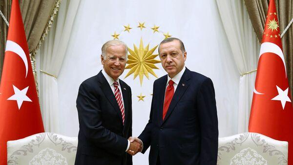 Le vice-président américain Joe Biden et le président turc Recep Tayyip Erdogan - Sputnik France