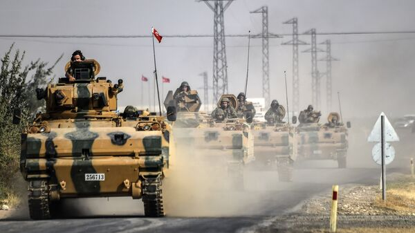 This file photo taken around 5 kilometres west from the Turkish Syrian border city of Karkamis in the southern region of Gaziantep shows Turkish Army tanks driving to the Syrian Turkish border town of Jarabulus. - Sputnik France