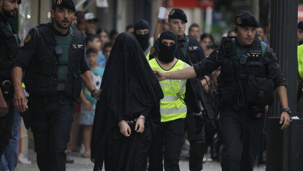 Une femme soupçonnée d'avoir recruté des terroristes en Espagne - Sputnik France