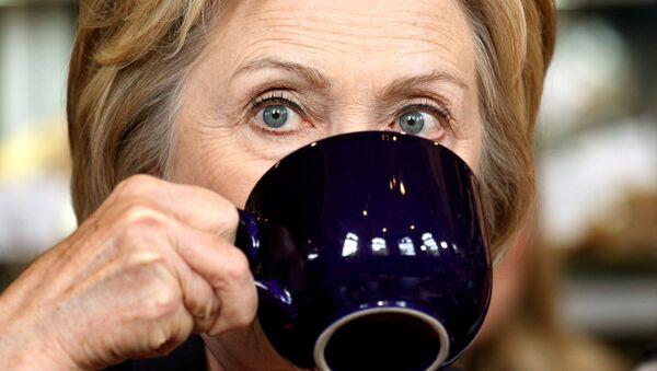 La doublure d'Hillary Clinton plus à l'aise que sa version originale ? - Sputnik France