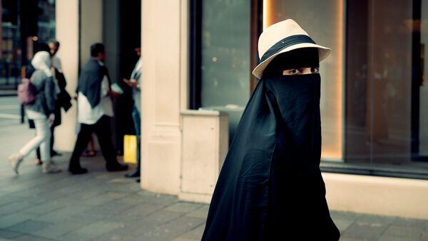 Una mujer en niqab - Sputnik France