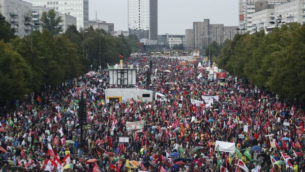 La manifestation contre le TTIP en Allemagne ressemblent 100 000 personnes - Sputnik France