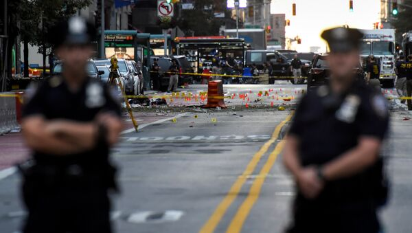 New York City Police Department (NYPD) officers stand near the site of an explosion in the Chelsea neighborhood of Manhattan, New York, U.S - Sputnik France