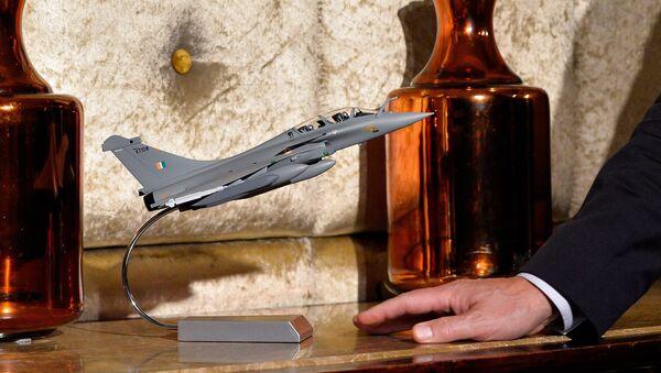 a model of a Rafale fighter jet - Sputnik France