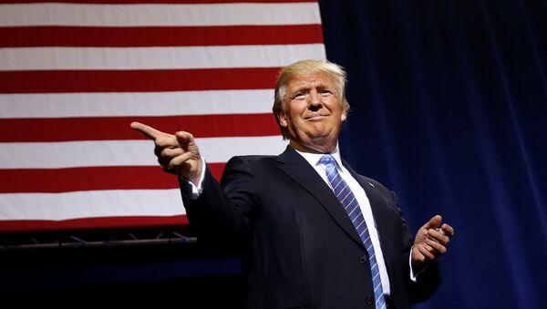 La présidentielle US se transforme en guerre de matériaux compromettants - Sputnik France