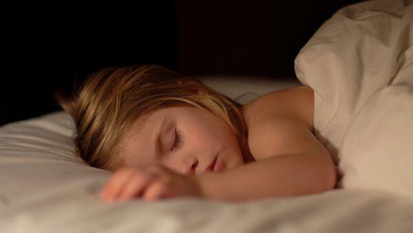 Un enfant endormi - Sputnik France