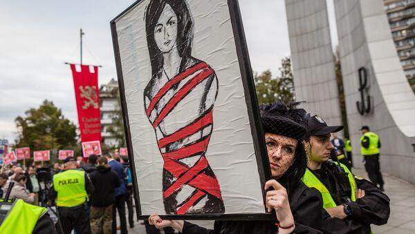 Des Polonaises dans la rue contre l'interdiction quasi-totale de l'IVG - Sputnik France
