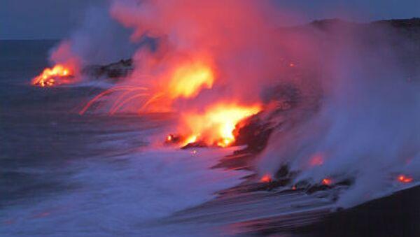 L'activité volcanique du volcan Kilauea sur le fond de l'océan Pacifique, arc national des volcans d'Hawaii - Sputnik France