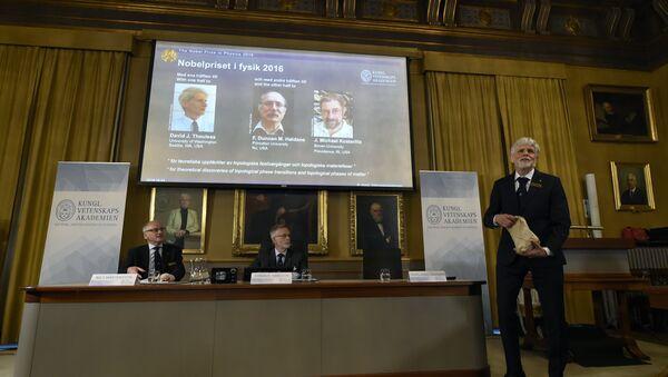 Le Nobel de physique à trois Britanniques pour leurs recherches sur la matière - Sputnik France