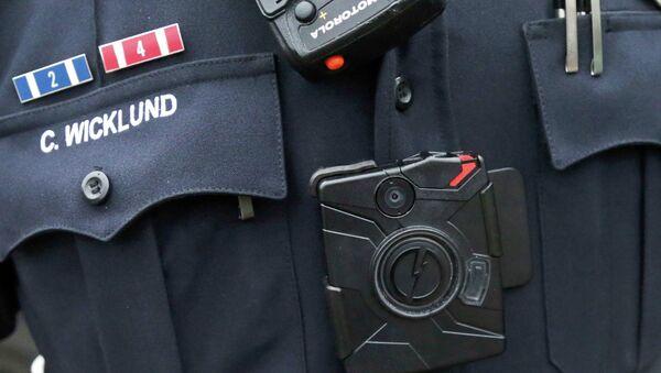 La caméra au corps du policiers américain - Sputnik France