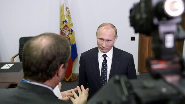 Президент РФ В. Путин дал интервью французским журналистам телеканала TF1 - Sputnik France