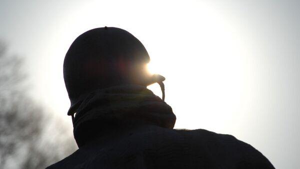 Un homme dans un casque - Sputnik France