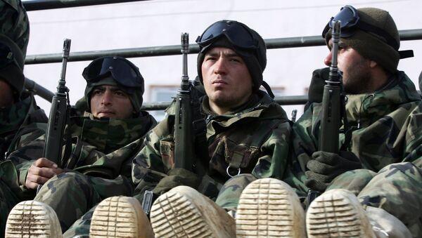 Turkish soldiers return from Iraq near the Turkey-Iraq border in the mainly Kurdish southeastern Cukurca province of Hakkari, on February 29, 2008. - Sputnik France