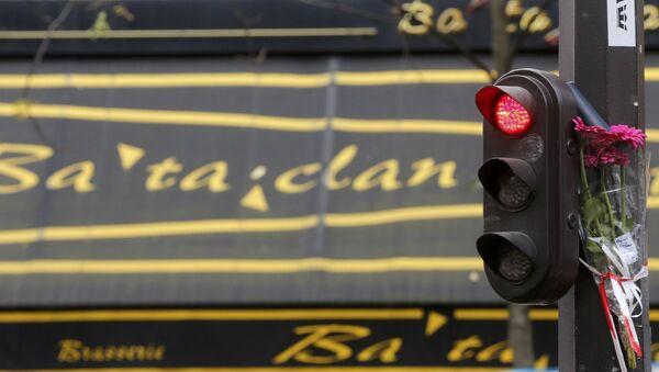 Hommage aux victimes du Bataclan - Sputnik France