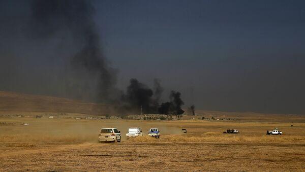 Daech a mis le feu aux fossés remplis de pétrole aux abords de Mossoul - Sputnik France