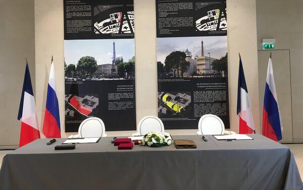 Cinq Bulbes à Paris pour rapprocher la France et la Russie - Sputnik France
