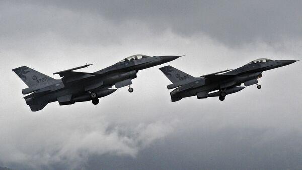 Chasseurs américains F-16 - Sputnik France