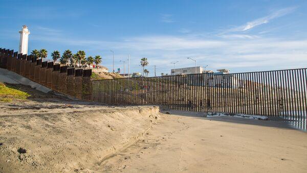 United States / Mexico Ocean Border Fence - Sputnik France